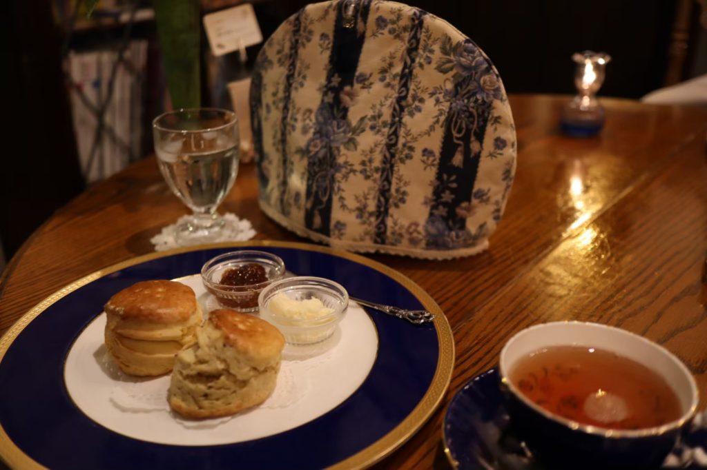 英国茶房 森栖 のスコーンと紅茶