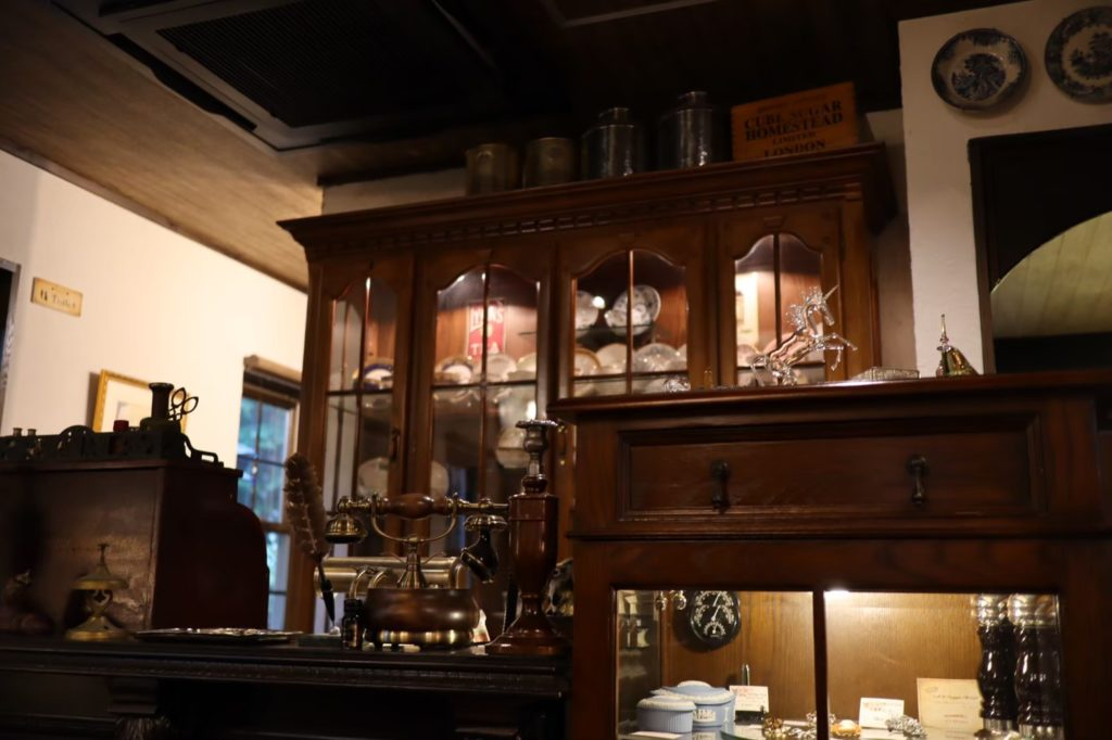 英国茶房 森栖 の店内3